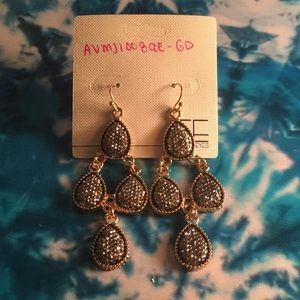 Gorgeous tear drop earrings